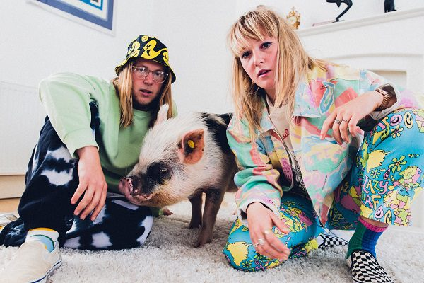 Penny Isles Photoshoot with Miniature Pig Biscuit Lounge2